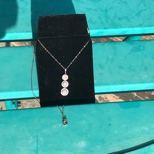 Jewelry - Diamond pendant with chain
